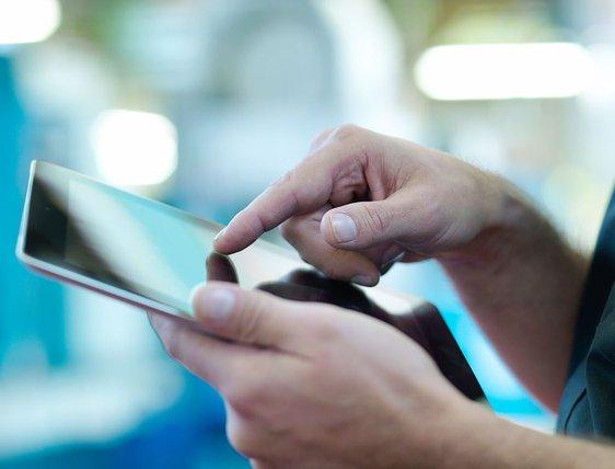 Ratio 16_9-Vodafone Business - Micro - Crop Hands Tablet.jpg
