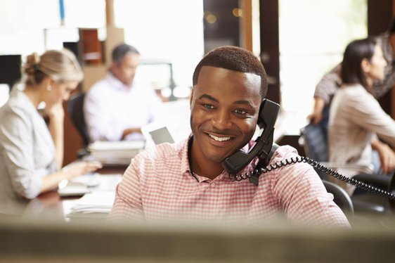Services-NetworkServices2-EnterpriseBroadbandService-EmployeeOnPhone.jpg